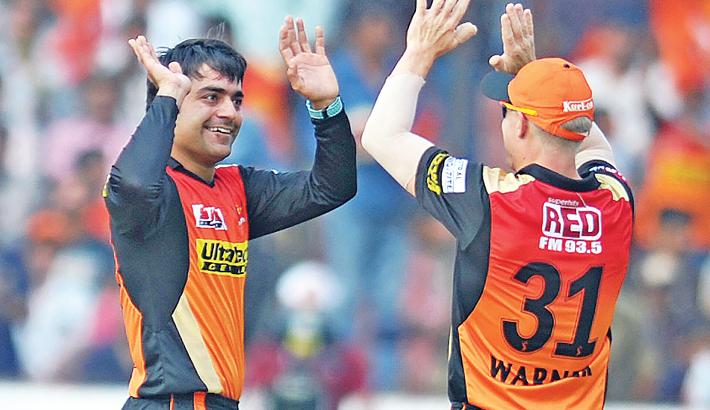 Warner, Rashid frustrate Lions