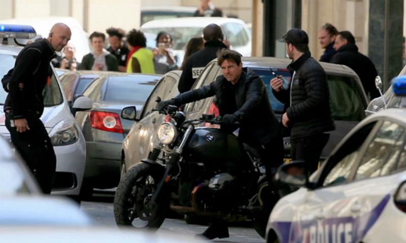 Tom Cruise rides BMW R Nine T in MI6