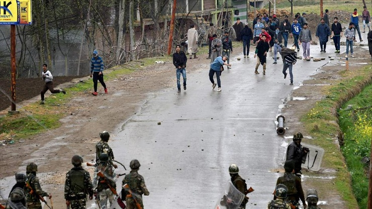 Indian army probes video of alleged human shield in Kashmir