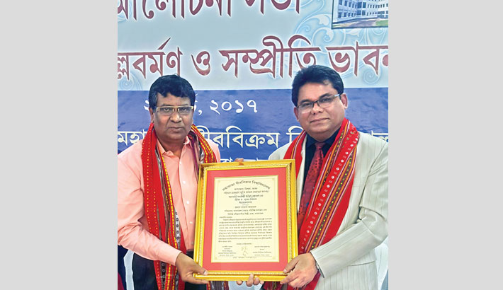 Kamal Ahmed receives Adwaitia Mallabarman Award