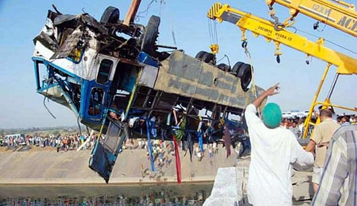 44 killed in India bus crash