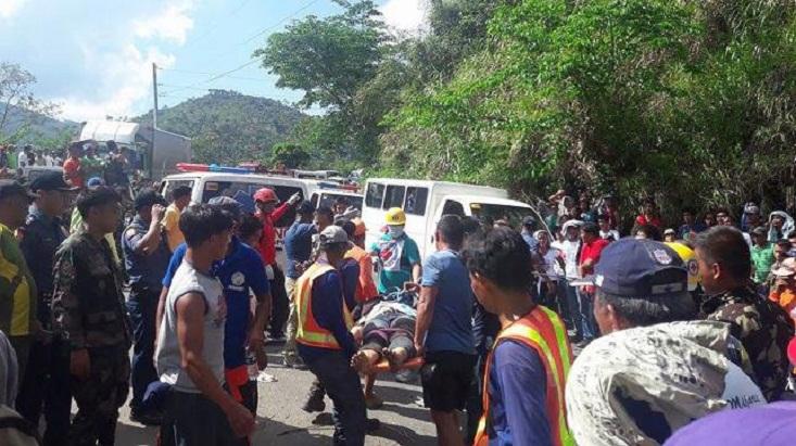 31 killed in Philippine bus plunge