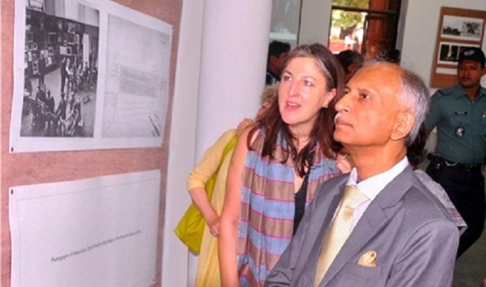 DU, UCL art faculties arrange art exhibition jointly