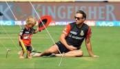 AB de Villiers plays cricket with son Abraham, video cross 1 million mark