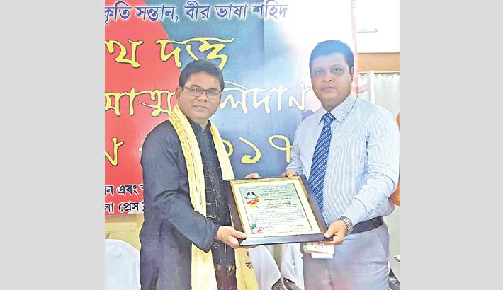 Singer Kamal Ahmed honoured with Dhirendranath Dutta Award