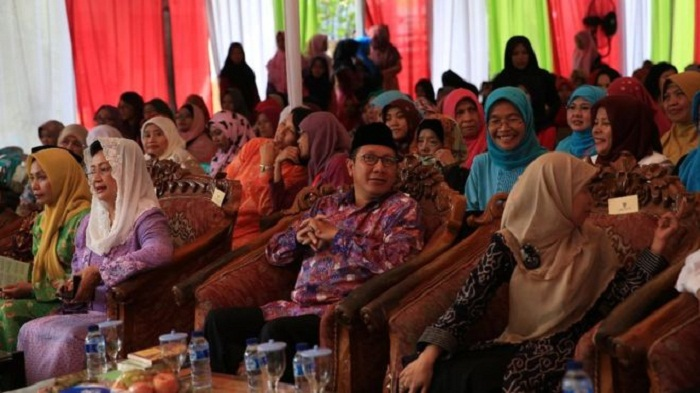 Indonesian female Islamic clerics issue rare child marriage fatwa