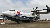 China-made large amphibious aircraft finishes 1st glide test