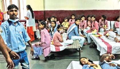 Over 300 students hospitalised after  gas leak in Delhi