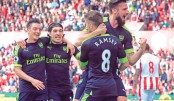 Arsenal close in, Mahrez spares Man City