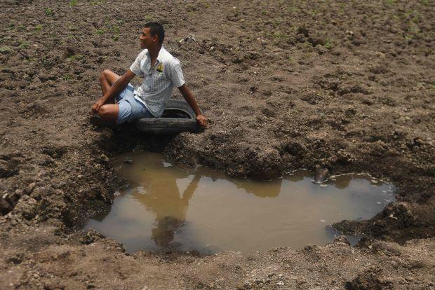 Dying Guatemala lake underlines climate change threat