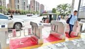 Automatic pedestrian gates to prevent jaywalking