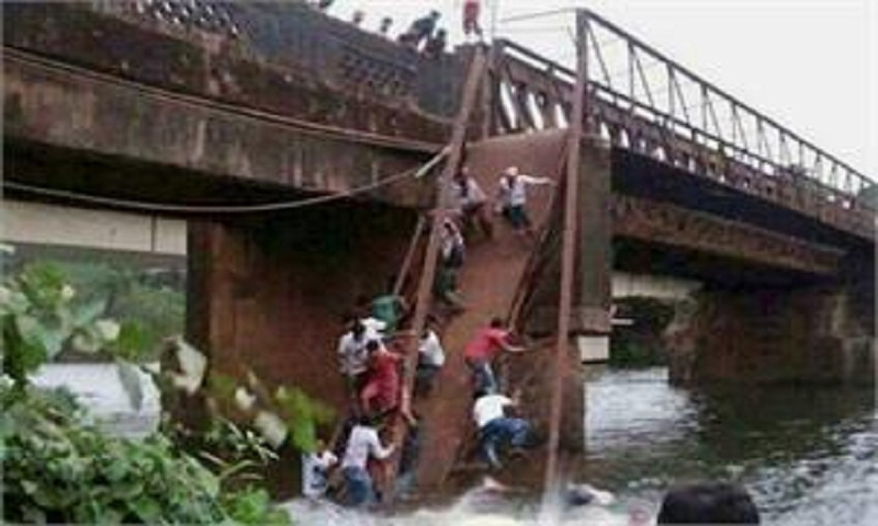2 killed in Goa bridge collapse