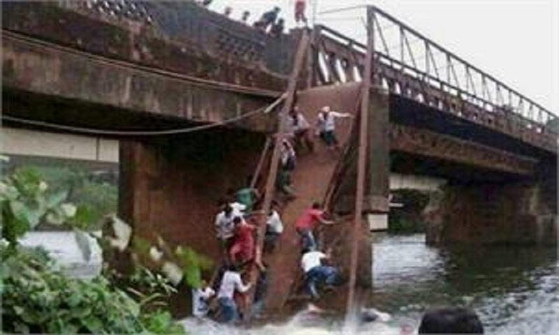 2 killed in Goa bridge collapse