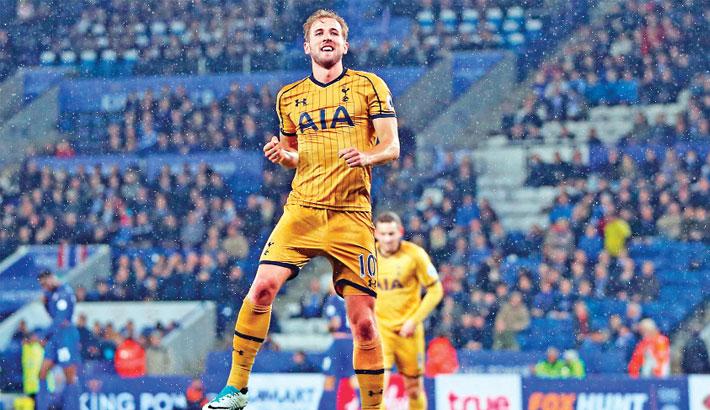 Four-goal Kane fires Tottenham