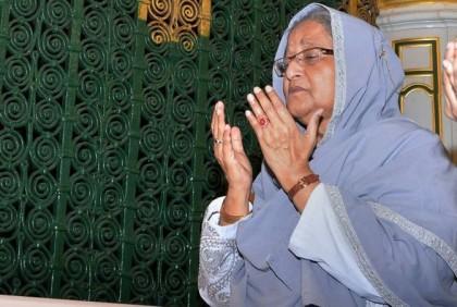 Prime minister performs Umrah