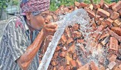 Thirsty day labourer drinks water
