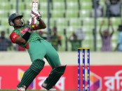 Soumya falls, Bangladesh 28/1 after 7 overs