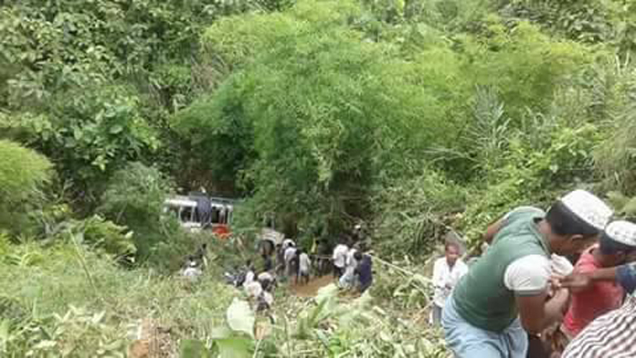 5 killed, 15 injured in Chittagong road accident
