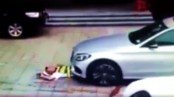 Driver rides over a security guard for a parking spot (Video)