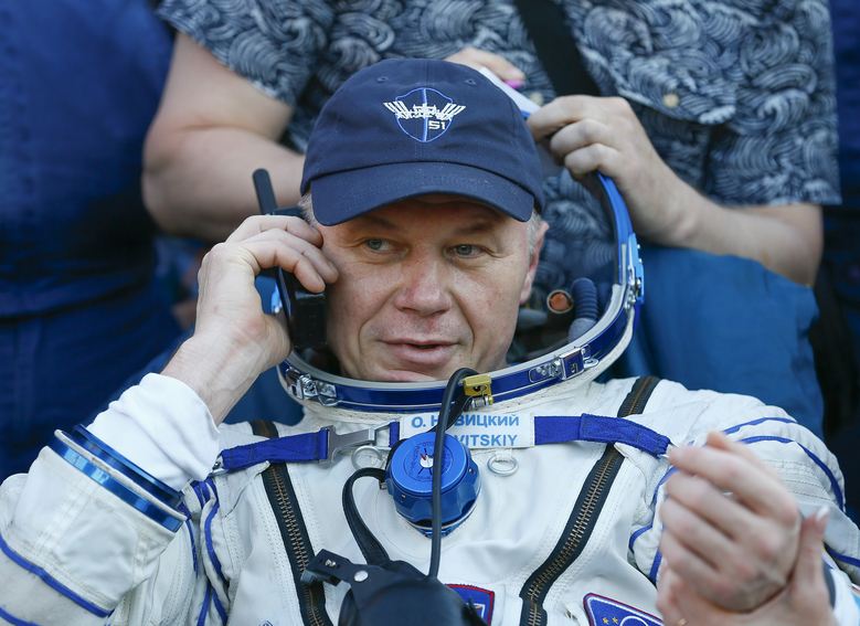 Space capsule with 2 astronauts returns to Earth