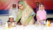 PM feeds orphans with own hand
