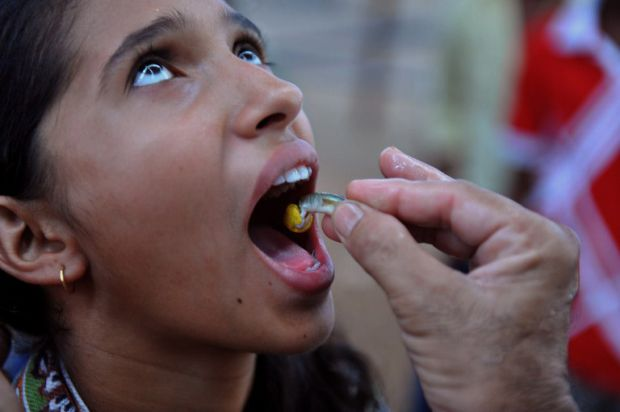 Thousands of Indians swallow live fish in bid to cure asthma (Video)