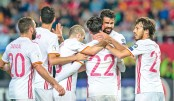 Spain, Italy stay  neck and neck