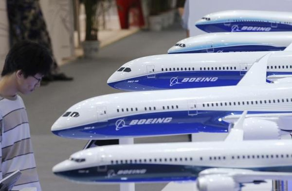 Boeing, Airbus take dogfight to Paris Air Show
