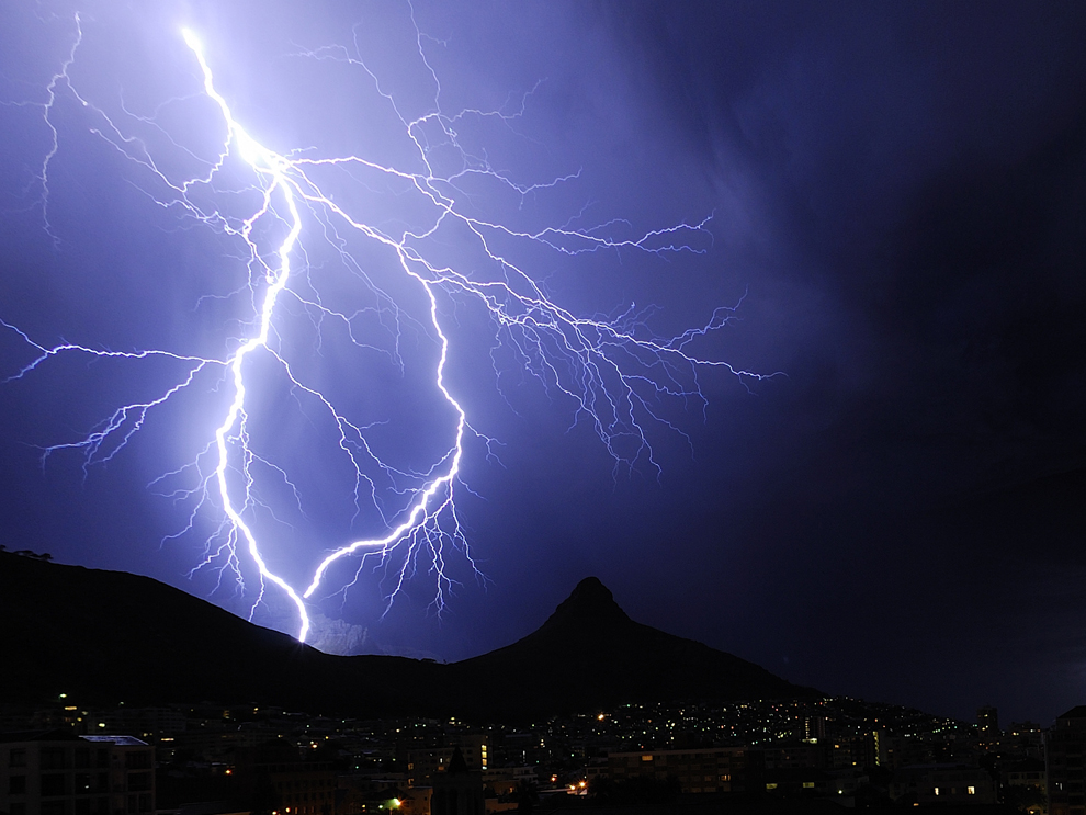 Lightning kills 10 in 4 districts