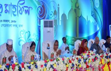 Prime Minister hosts iftar for political leaders
