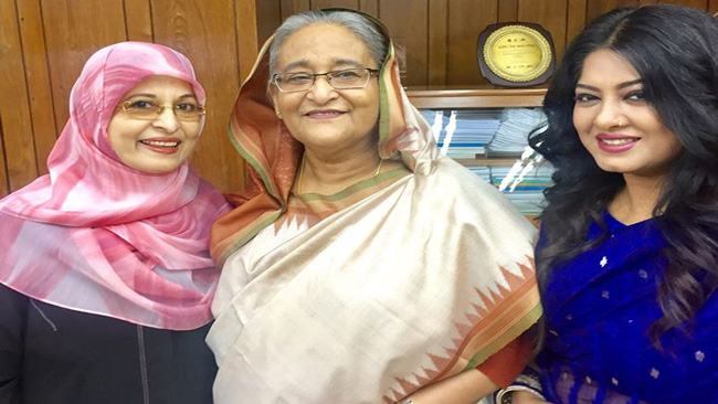 Shabana, Mousumi meet PM Hasina seeking help for sick director