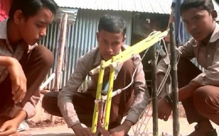 Three school students invent water-powered engine in India