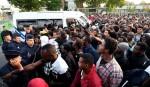 Paris police shift 2,800 migrants