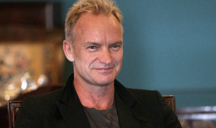 Sting donates prize money to refugees