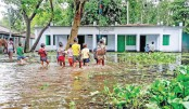 Flood tightens grip on northern districts