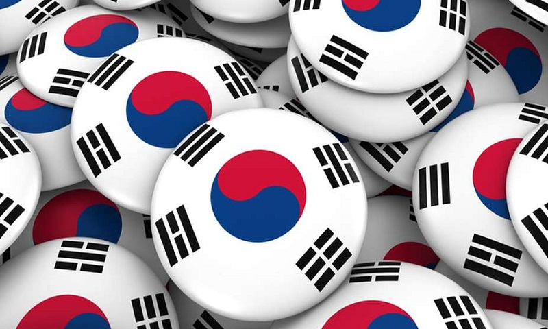 South Korea freezes interest rate at record low