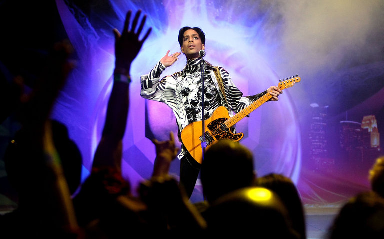 Judge voids label's murky deal for Prince catalog