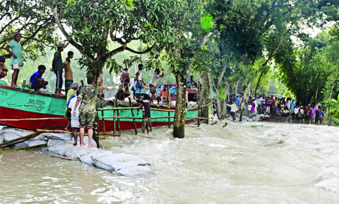 Flood victims suffer for lack of food, safe water