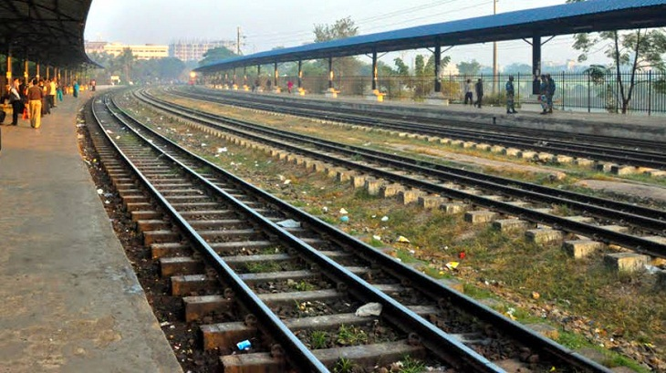 Train service between Dhaka and Khulna, Rajshahi resumes after 8 hrs