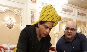 Shah Rukh delights himself to traditional thali in Jaipur