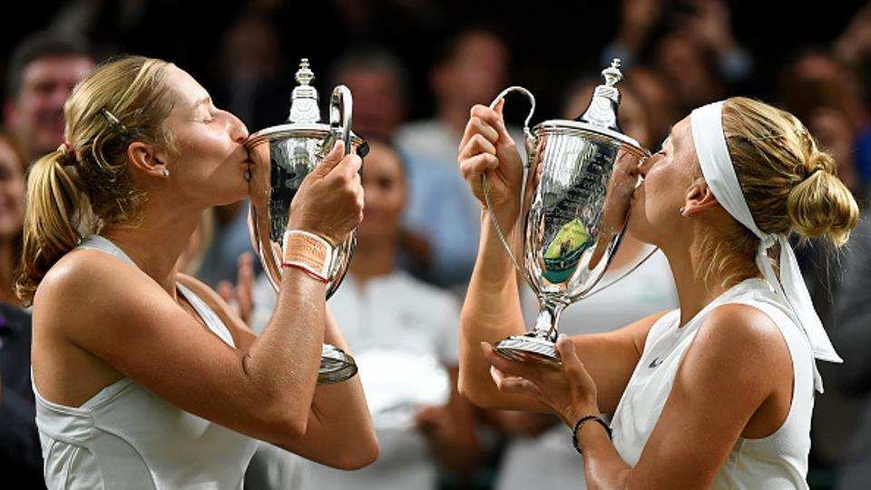 Russia's Vesnina, Makarova win 2017 Wimbledon title in ladies' pairs final