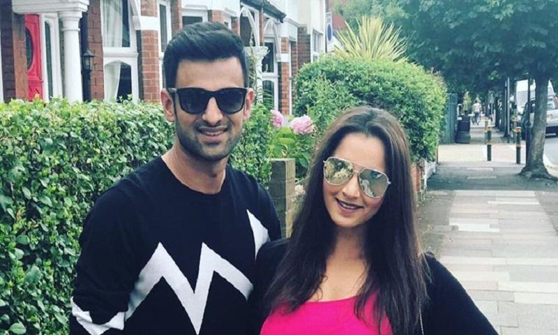 Sania Mirza goes out with husband Shoaib Malik