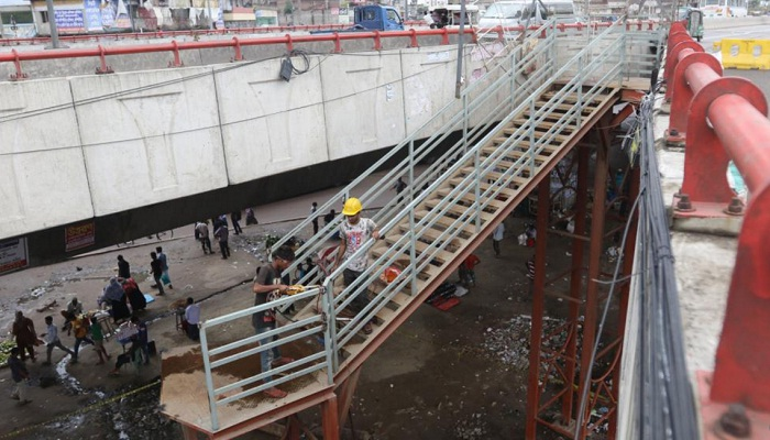 Stairs being removed from Hanif flyover