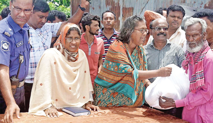 Whip Gini distributes relief to flood victims in Gaibandha
