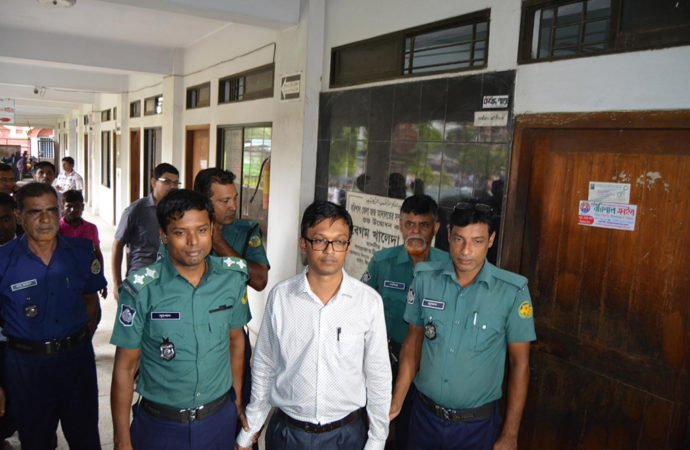 Six cops withdrawn for 'harassment' of UNO at Barisal court