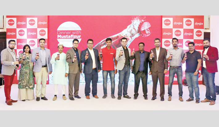 Coca-Cola hosts dinner for radio contest winners