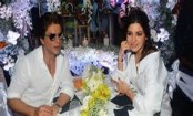 Anushka Sharma: Shah Rukh can even romance a microphone