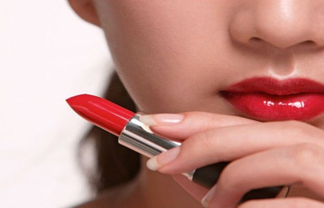 Lipstick makes women feel smarter, says study