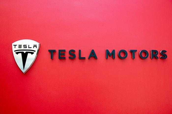 Tesla fending off worker complaints on pay, safety