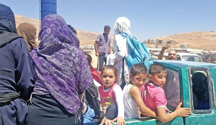 Syrian refugees arrive in Wadi Hamayyed